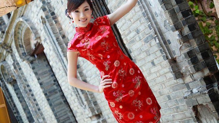 Dress Cheongsam batik modern yang bergaya, cantik dan energik