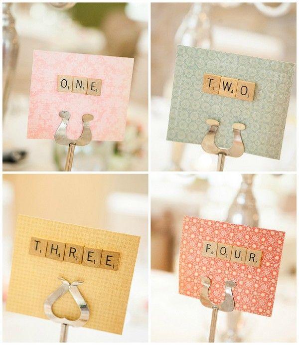 Quem diria que Scrabble pode ser romântico? Mas é, e dá uma ótima decoração de casamento temático, original e fácil de fazer sozinha! Veja por si mesma!