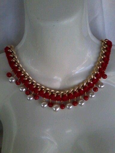 Collar tejido con cadenas y perlas