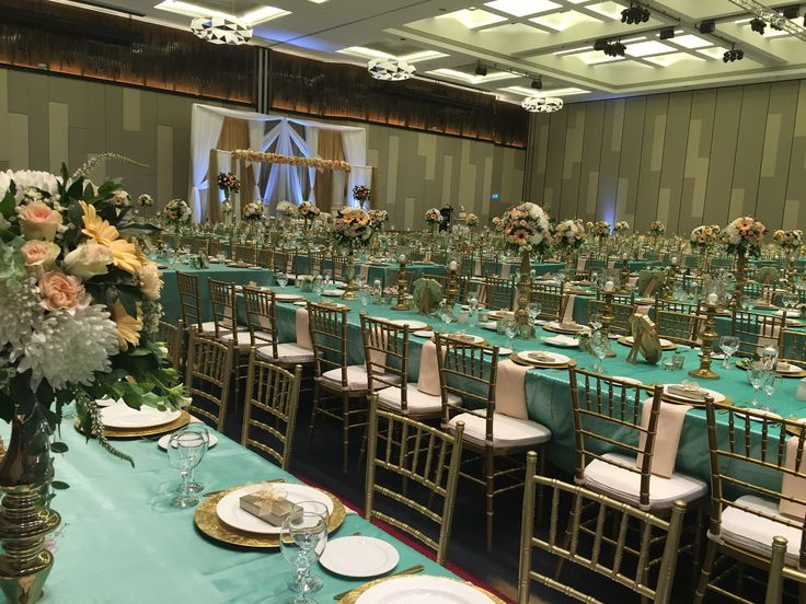 550 guests, Tiffany, gold & apricot - Ballroom (styling Wishes Events)