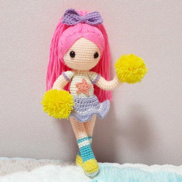 치어리더💕 . . 이겨라! 이겨라! 브 아 시 티 오 알 와잇!!ㅋ . . #crochet#amigurumi#doll#뜨개질#handmade#cotton#by_me#knitting#kawaii#crochetaddict#wool#craft#yarn#iloveit#코바늘#knit#handcraft#pastel#pattern#madebyme#adorable#귀여워#인형#girl#crochetdoll#ponytail#hair#치어리더#cheerleader