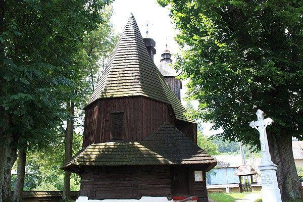 Hervartov (V SK), trojboký presbytář.
