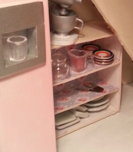 I made a little kitchen unit for some kitchen storage ;)