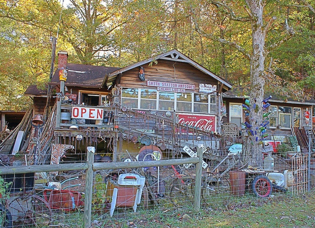 Antique store on interstate 515, between Ellijay and Blue Ridge, Georgia.  (found this on Pinterest and believe it or not, we've actually seen it!!)