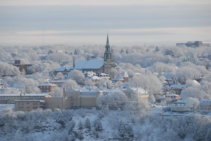 Église Notre-Dame de Lévis ainsi qu'une partie du Vieux Lévis par un magnifique matin d'hiver....Crédits: André Lavoie chaudiereappalaches.com
