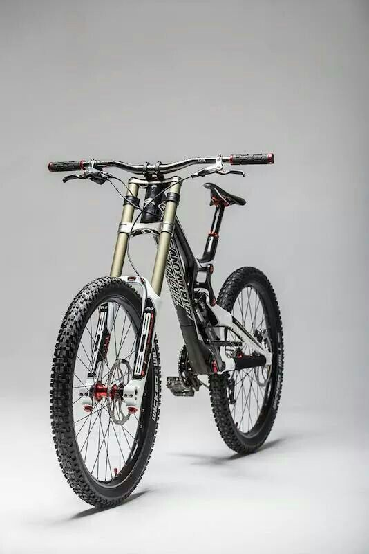 Santa cruz v10 carbon I need this! Love mountain biking