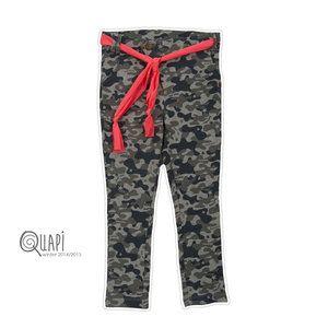 #Quapi #Amber #Army #Sweet  Hele gave stoere broek in een legerprint. De broek is van joggingstof en draagt daardoor heerlijk. De broek komt uit de wintercollectie 2014/2015 van het merk Quapi Kidswear