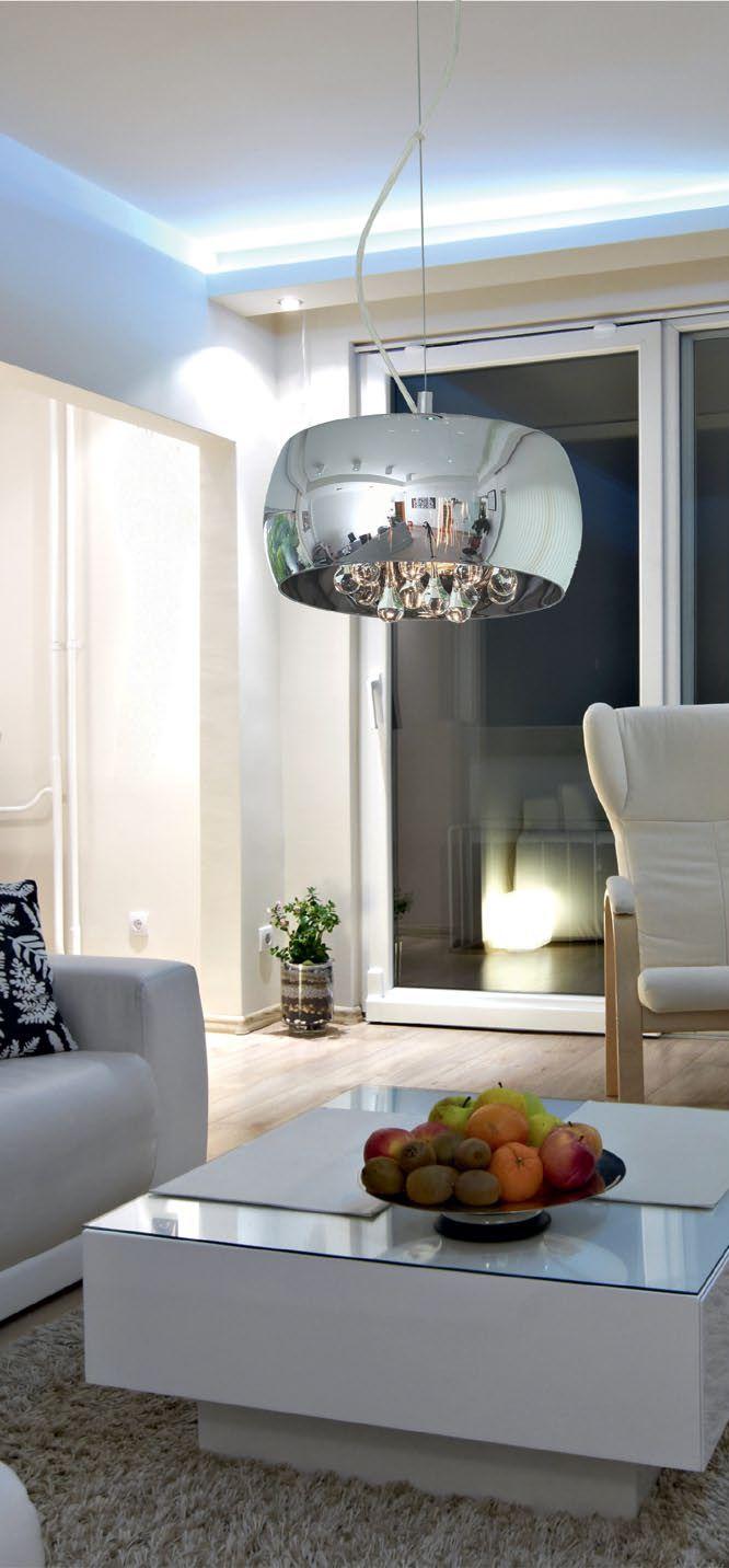 Zuma Line CRYSTAL to lampa, która doskonale nadaje się zarówno do oświetlenia codziennych pomieszczeń, doskonałe wzornictwo charakteryzuję się czystym , nowoczesnym wyglądem. Już na pierwszy rzut oka widać że są to lampy do eleganckich wnętrz, lampy dekoracyjne i zarazem reprezentacyjne. Znakomicie wpisują się w nowoczesny klimat wnętrz.