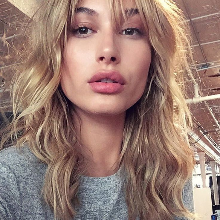 hailey baldwin's shaggy new bangs