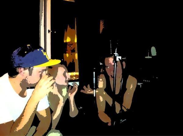 Vad blir det för rap? handlar till exempel om gulliga/snygga killar, bisarra videor från internets mörkaste hörn och rap från områden i USA där bra rap tillverkas på löpande band. Det här var det ingen som pratade om så Sanna, Petter och Hugo slog följe på tunnelbanan i riktning mot Rågsved. Där väntade Onda från STHLM Inkasso med öppna armar.    Man skulle kunna säga att Vad blir det för rap? är en podcast av tre personer som helt enkelt gillar rap lite för mycket. Whatever?! xoxo