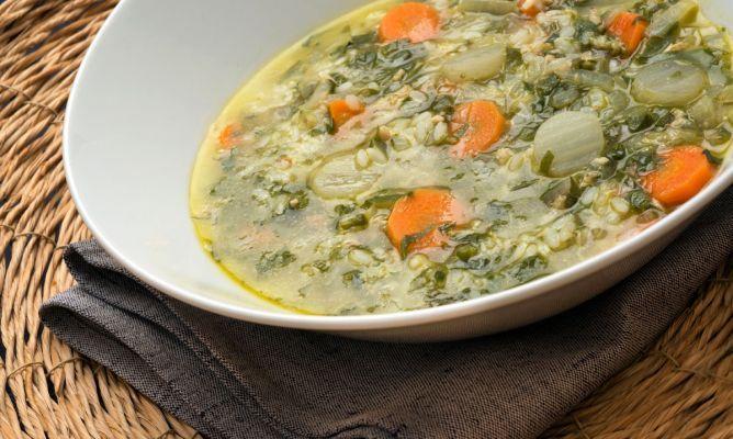 Receta de sopa de arroz con verduras y pollo