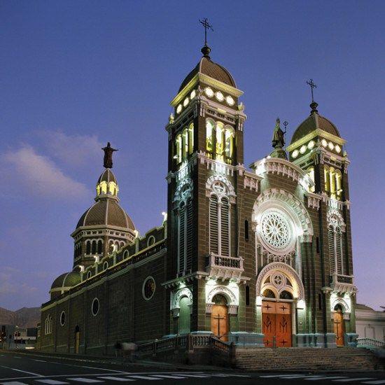 Basílica Corazón de María de Antofagasta en la actualidad.Fuente Opiluminación.  - EnterrenoEnterreno