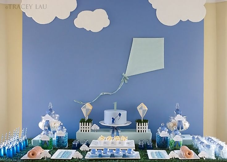 I've never met Tracey Lau, but I'm pretty sure she is a creative genius!  She designed this dessert table for her son's 1st birthday and it is nothing short of spectacular!  When you look at the big picture you feel like you are literally in a park, and when you inspect the details, they are unlike anything …