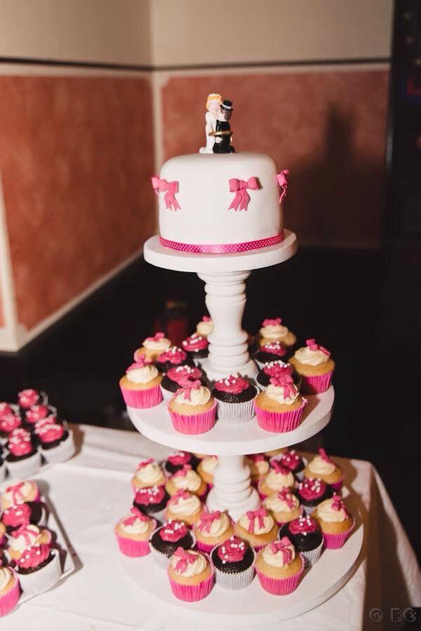 Cupe cake toren voor een trouwerij. Gemaakt door Debby's Traum Torten.
