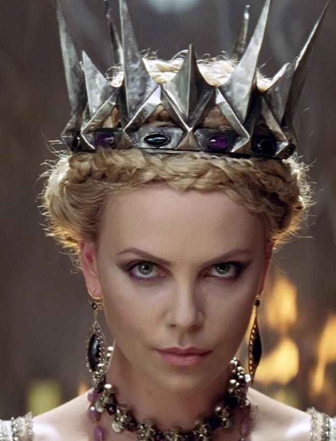Queen Ravenna - Snow White and The Huntsman