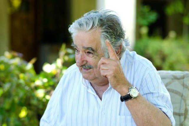 """DURISIMO PEPE MUJICA: """"ARGENTINA Y BRASIL PARECEN DOS REPUBLICAS BANANERAS""""      Durísimo Pepe Mujica: """"Argentina y Brasil parecen dos repúblicas bananeras""""El ex presidente y actual senador uruguayo lanzó duros epítetos para los gobiernos de Mauricio Macri y Michel Temer. """"La p... que los parió! Qué desastre!"""" disparó. José """"Pepe"""" Mujica no tuvo medias tintas a la hora de opinar sobre la realidad sudamericana y lo hizo en una entrevista con un diario español. El actual senador uruguayo por…"""