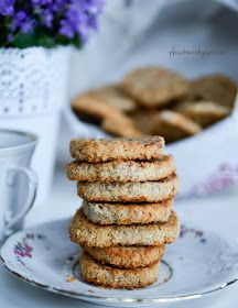 ciasteczka maślane z orzechami (butter cookies with nuts)