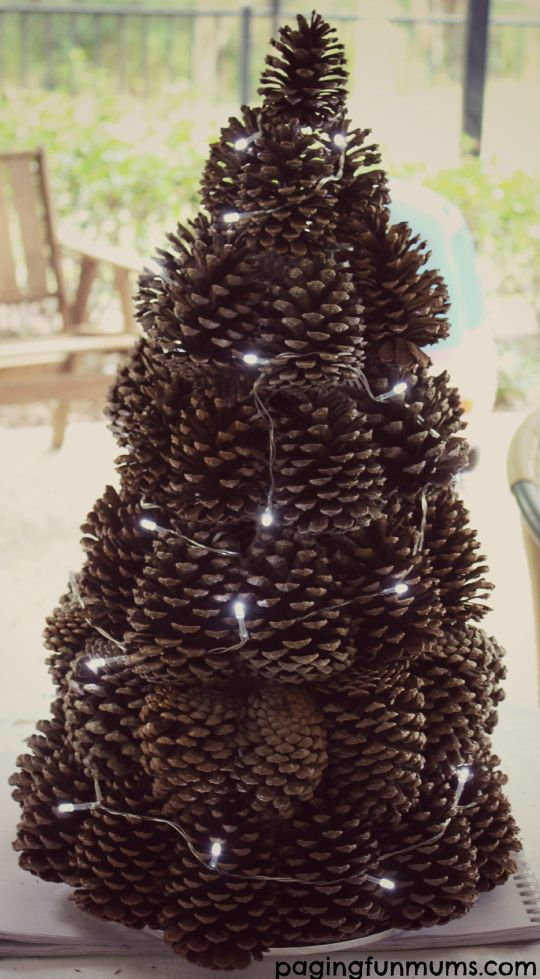 Pinecone Centerpiece – Great way to use Pinecones in this easy craft.