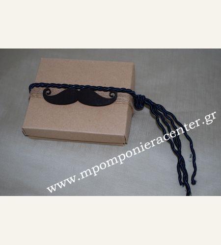 Μπομπονιέρα βάπτισης κουτί με ξύλινο μουστάκι βαμμένο