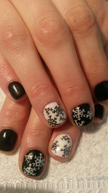 Snowflakes in black & white