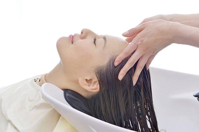 kesibukkan yang menyita waktu membuatmu cukup sulit membagi diri untuk hal lain. Salah satu hal yang sejak lama kamu inginkan saat sudah bosan dan lelah sehari-hari yaitu me time. Kegiatan satu ini biasanya berupa perawatan diri yang kamu lakukan di salon. Kondisi cuaca panas dan aktivitasmu yang sering outdoor menyebabkan kesehatan rambut kurang terawat. Oleh sebab itu, berbagai jenis perawatan rambut di salon kamu coba, mulai dari creambath, hair spa, hingga hair mask.  ^DA #hotshoes…