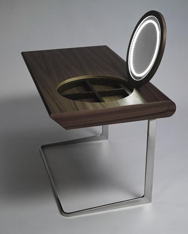 """A penteadeira contemporânea """"Princess"""", criada pelo estúdio Olgoj Chorchoj, foi feita com madeira de nogueira negra sobre base de aço inoxidável polido."""