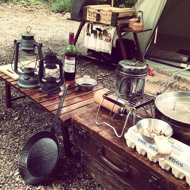 秘密基地設営したのでナッツのお菓子で休憩^ ^ #キャンプ#カーカムス#スプリングバー#アンティーク#ヴィンテージ