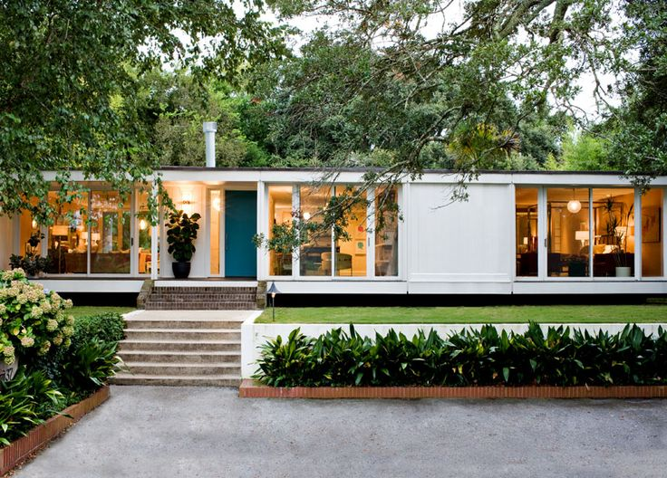 The external facade of the house many of us find so inspiring......Lakeshore Drive, Angie Hranowsky Design Studio