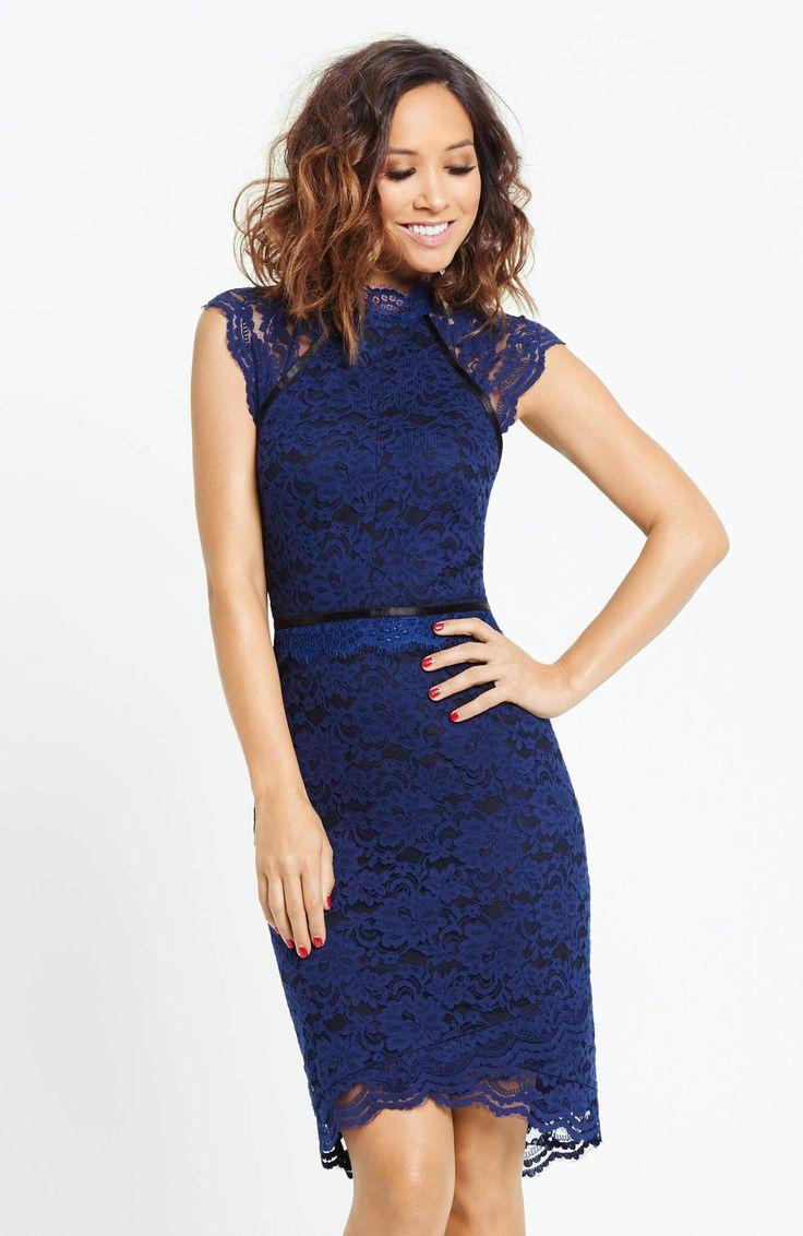 Niezwykle kobieca, koronkowa sukienka marki Myleene Klass w pięknym, granatowym kolorze. 449 zł na http://www.halens.pl/moda-damska-sukienki-5818/sukienka-568913