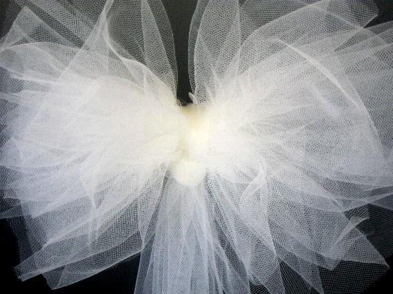 wedding bows,tulle wedding bows,gift bows, church pew bows, wedding bridal shower bows decor, white bow, tulle bows, party bows, party decor by SuspendedStar on Etsy