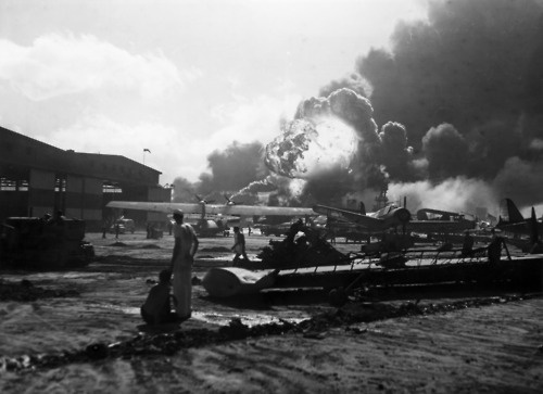a history of the japanese attack on pearl harbor At 7:55 am, the first japanese bombs fell on pearl harbor, the main base of the   during the japanese attack on pearl harbor another 1,178 were wounded.