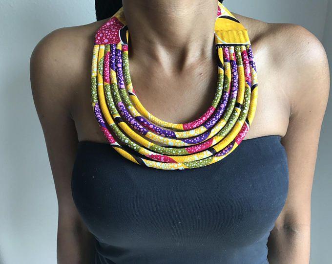 Collar multicolor en tela africana