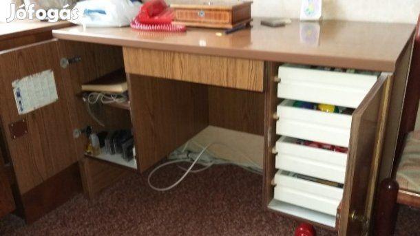 Eladó Íróasztal fiókos: Íróasztal fiókos jó állapotban
