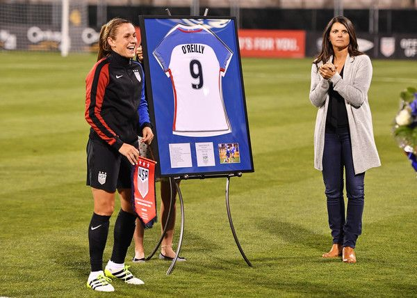 Mia Hamm paid tribute to Heather O'Reilly before O'Reilly's last game, Sept. 15, 2016. (Jamie Sabau/Getty Images)