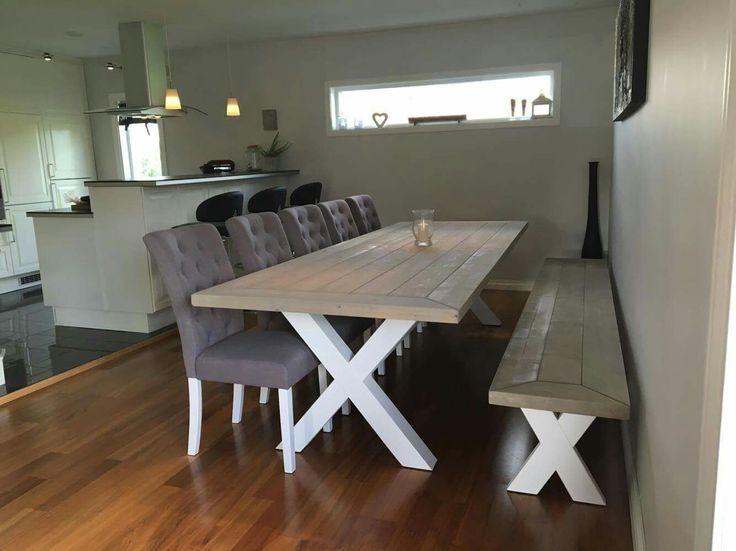 Agnes spisebord og Ronja benk i Shabby interiørbeis og hvitmalte kryssbein