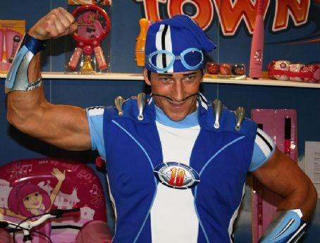 Magnus Scheving as Sportacus