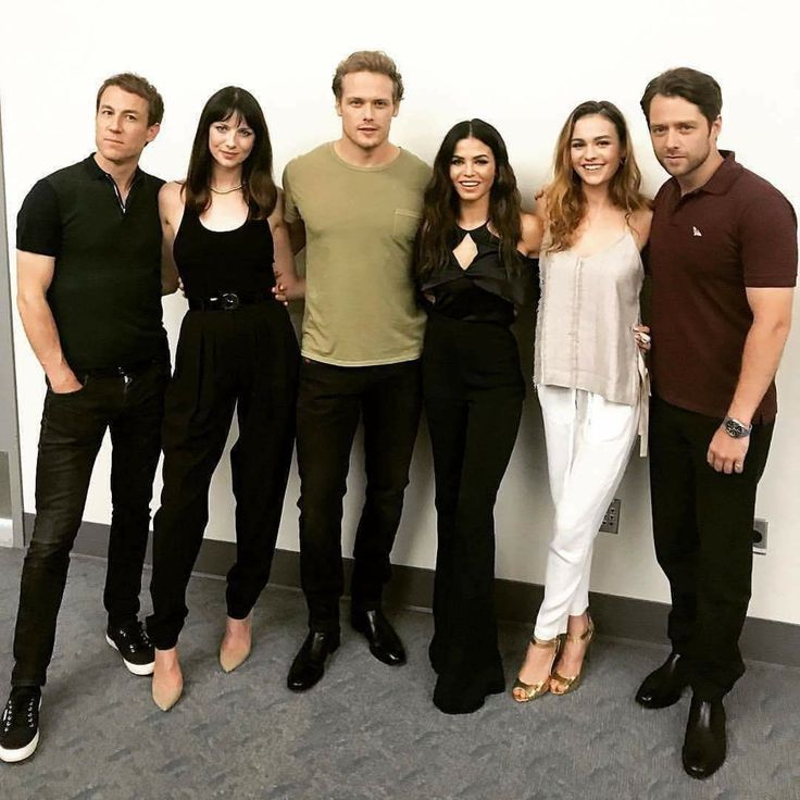 Tobias Menzies, Caitriona Balfe, Sam Heughan, Jenna Dewan Tatum, Sophie Skelton, and Richard Rankin at the San Diego Comic Con festival - Outlander_Starz Season 3 Voyager - July 21st, 2017