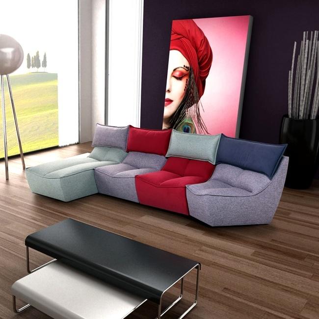 CALIA  Modularità è la parola d'ordine di Hip Hop, il nuovo divano della collezione Urbana. Il divano diventa un elemento di arredo che si trasforma e cambia configurazione: sedute, chaise-longue e pouff sono intercambiabili