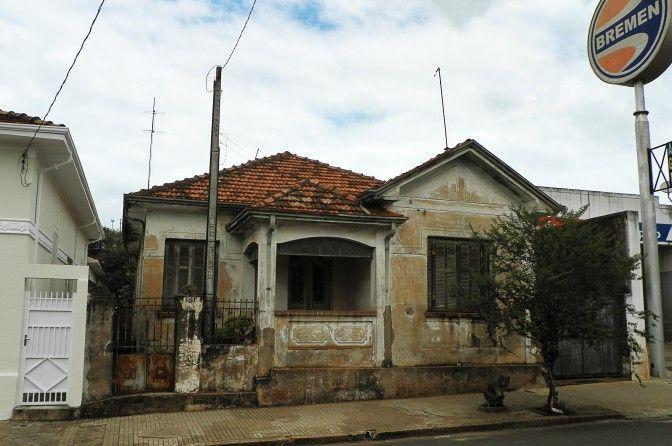 Casa na Rua Treze de Maio, em Dois Córregos