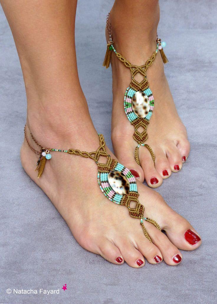 Conchiglie di piedi gioielli bohemien chic di micro macramè sandali a piedi nudi boho hippy fatto creatore mano francese premiere France di NatachaFayard su Etsy https://www.etsy.com/it/listing/194892940/conchiglie-di-piedi-gioielli-bohemien