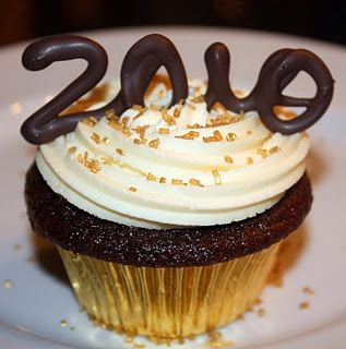 Love this idea for New Year cupcakes!
