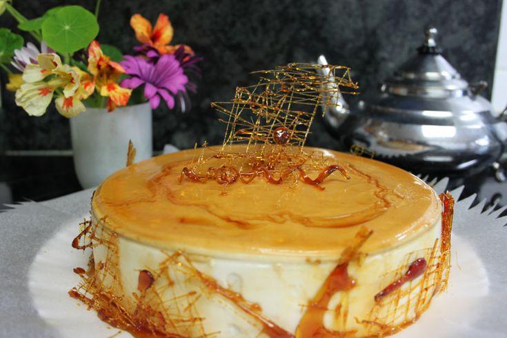 Esta receta de la tarta es de Esperanza del grupo: Intercambio de recetas con Lotfi, con su permiso, yo he modificado un poquito los ingredientes y la he adaptado a Thermomix, con que aquí tenéis e…