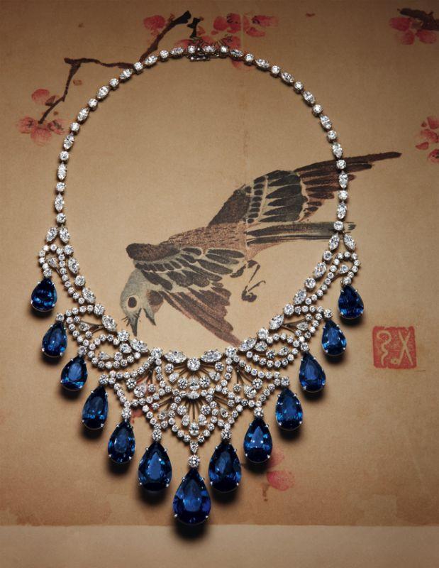"""HARRY WINSTON: collier """"Cascade"""" en platine serti de diamants tailles poire, marquise et brillant, et de saphirs taille poire."""