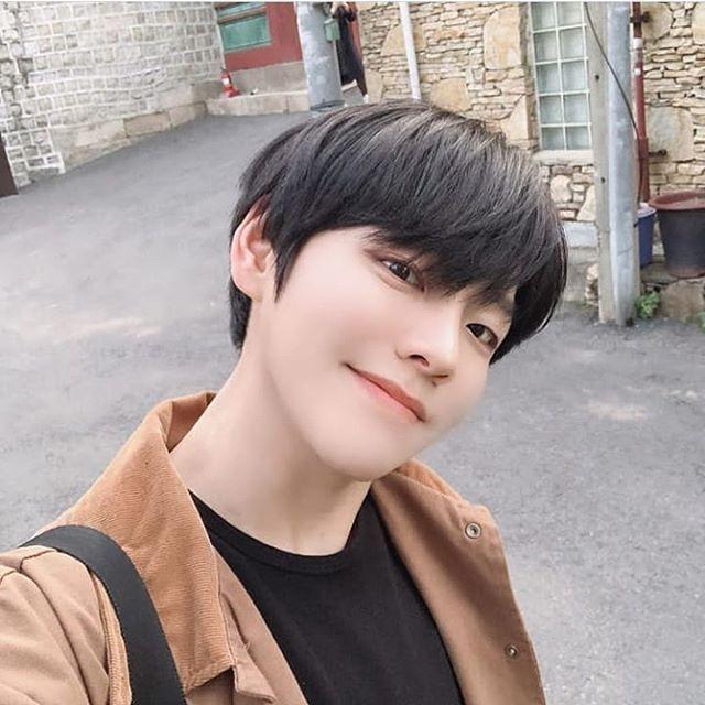 Cute Korean Boy Hairstyles With Bangs Google Search Boy Hairstyles Cute Korean Boys Korean Boy Hairstyle