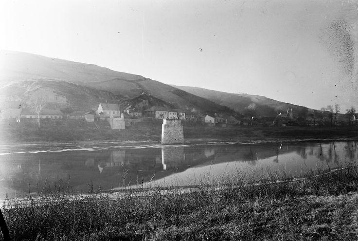 1953 orig: UVATERV MAGYARORSZÁG TOKAJ Tisza-part, a felrobbantott Erzsébet híd pillére.