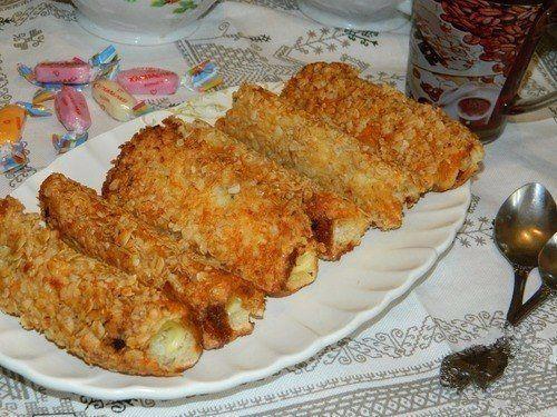 Хлеб, сыр...Сразу воображение рисует бутерброд. Предлагаем вам в рубрике ЛЮБЛЮ ГОТОВИТЬ горячие бутерброды-трубочки  ! Родные скажут вам спасибо!   🍳Ингредиенты:   Хлеб (белый, тостовый) — 6 шт  Сыр плавленный (ломтики) — 6 шт  Яйцо — 2 шт  Хлопья овсяные — 1 стак.  Соль  Масло растительное (для жарки)   Приготовление:  Хлеб очень хорошо раскатать скалкой и обрезать бока или наоборот... Разложить ломтики сыра. В одной чаше взбить немного вилкой яйца с солью, а в другую насыпать овсяные…