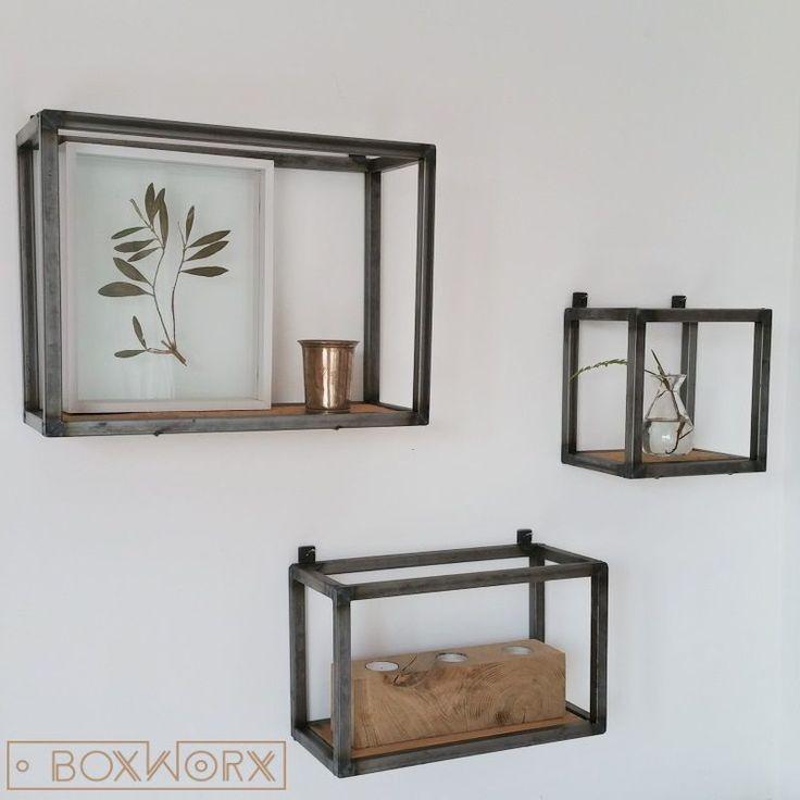 ... wanddecoratie, gemaakt van een combinatie van staal en oud hout
