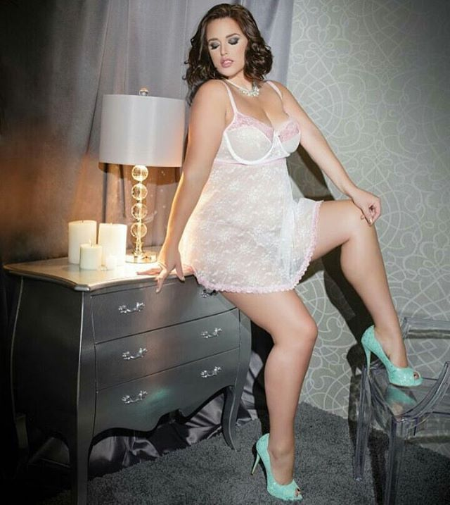 les 184 meilleures images du tableau bianca bombshell sur pinterest. Black Bedroom Furniture Sets. Home Design Ideas