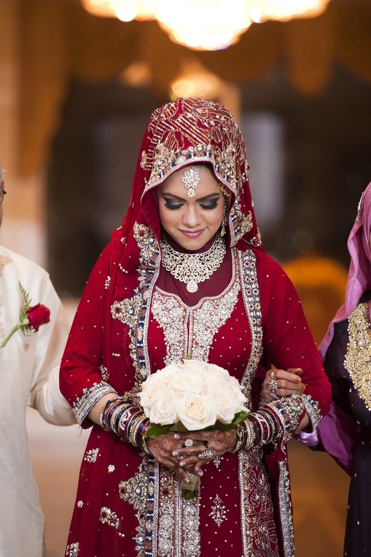 ways to combine hijab with wedding dresses