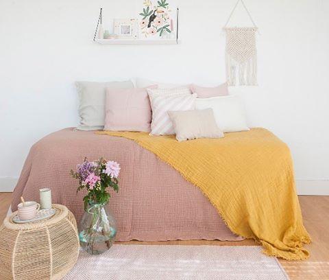 """995 Me gusta, 13 comentarios - Deco & Living (@decoandliving) en Instagram: """"Dormitorios dulces, con colores nudes y mostazas súper agradables e invadidos de cojines. Con…"""""""